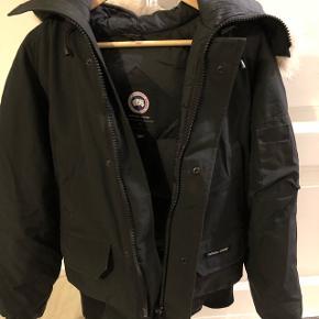 Ægte canada goose jakke. Str. Xs/TP passer begge køn.Meget velholdt, få brugsmærker