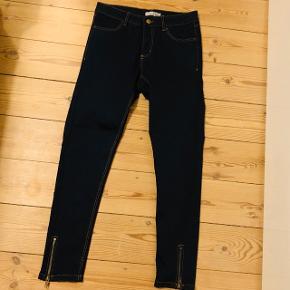 Sælger disse Vrs 7/8 jeans mørkeblå str. 38 - aldrig brugt!