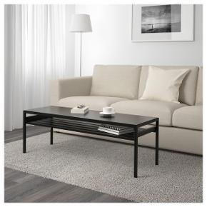 Super fint sofabord fra Ikea - nypris 500 kr - sælges da vi har købt ny sofa, og bordet desværre er for langt.