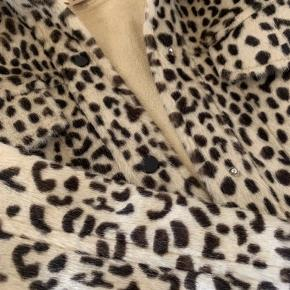Sælger denne fine jakke fra 'TREND', da jeg aldrig har brugt den. Nypris: 649 byd!