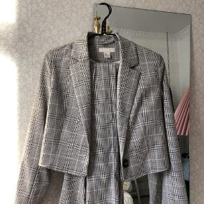 Suit fra H&M, har dog syet blazeren kortere og fjernet skulderpuderne, så synes det sidder virkelig pænt nu!
