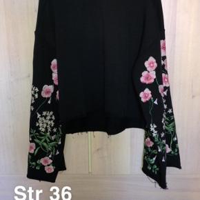Brugt en gang.. sælges billigt da jeg skal have tømt gevaldigt ud af min kæmpe garderobe. Alle priser er plus fragt og eventuelt gebyr.  Fra H&M trend konceptet.