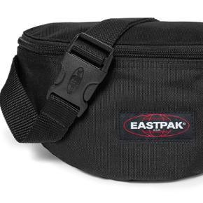 Sælger min Eastpack bæltetaske, kan også bæres som crossover. Brugt 1 gang på kræmmermarked Np er 200 Mp 100 eller byd  Instagram sellout @sellout.byl 🌸🌸🌸🌸🌸🌸🌸