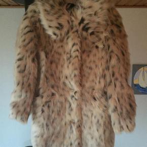 Farve: Leopard Dejlig blød ASOS Faux Fur Leopard Frakke str. 32 (stor i str.) helt ny aldrig brugt hænger stadig med originale skilte nypris 899kr