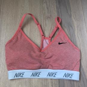 Sports bh fra Nike næsten ikke brugt