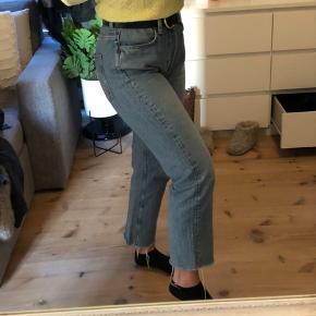 Jeans fra & other stories. Der er ingen tydelige tegn på brug. Er åben for bud. Størrelse W 29, og længden svarer cirka til en længde 30