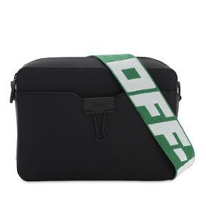 Off-White Virgil Abloh (Louis Vuitton designer for mænd) Spring Summer 2020 Nylon Ripstop Kamerataske/bæltetaske med sort og grønt kontrastbælte.  Aftagelig og justerbar skulderrem, en lomme foran, en dobbelt lynlås, et indvendigt rum, logostempel og en aftagelig og justerbar bælterem. Den kan bruges som crossbody eller som bæltetaske.  Ekstra sort kalvskind aftagelig skulderrem medfølger.  Mål 21x14x6cm. Kvittering fra juni 2020, æske, dustbag og tags medfølger.   Produceret i Italien, 2020.   Bud er velkomne gennem TS-systemet. Tryk 'køb nu' og 'afgiv bud' ✨🌸