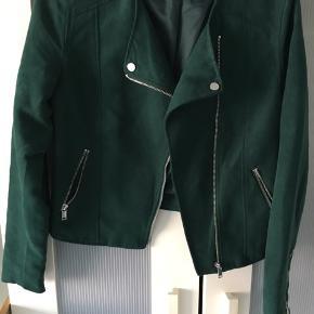 Super flot jakke, kun brugt få gange. Mindstepris 75 pp. Bytter ikke.