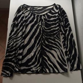 Zebrastribet top - som ny.  Str. M