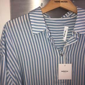 Super lækker ny skjorte i str. S-M. Ny med tag. Nypris 400kr