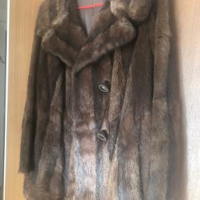 Smuk mink pels til salg. Det er en lille medium