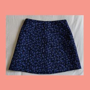 Varetype: Nederdel Størrelse: 36 Farve: Blå  Skønneste nederdel fra Tiger of Sweden, aldrig brug. Mp 450