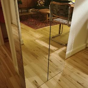 IKEA spejlskab, med fine glashylder.  Se mål på første billede.  Aldrig brugt.