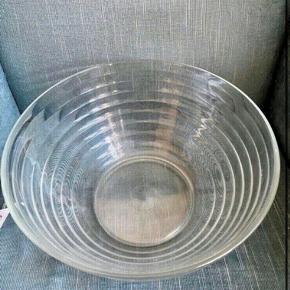 Glas skål 29 dia 16h  -fast pris -køb 4 annoncer og den billigste er gratis - kan afhentes på Mimersgade 111. Kbh n - sender gerne hvis du betaler Porto - mødes ikke andre steder - bytter ikke