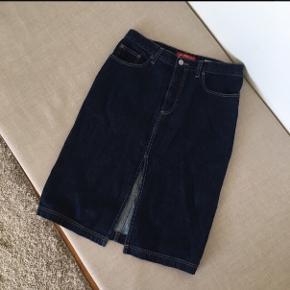 Rigtig cute nederdel fra ben sherman som sidder godt