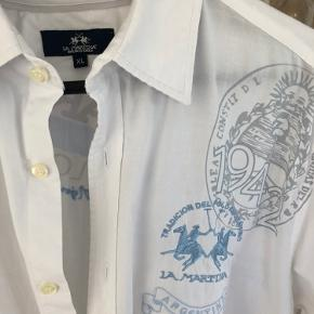 Smart skjorte med fine detaljer :-))