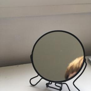Fint lille spejl