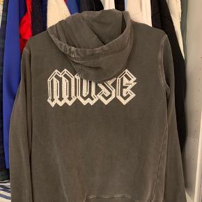 Sælger denne ekstremt lækre sweater fra Zadig & Voltaire som jeg købte i Milano. Min mp er 400kr Fragt er ikke inkluderet i prisen