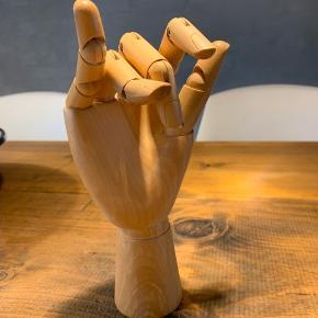 Fin Hay hånd, som kan bruges til smykker.