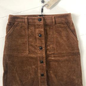 Sælger denne finde nederdel aldrig brugt stadig prismærke på🤎 BYD!☺️