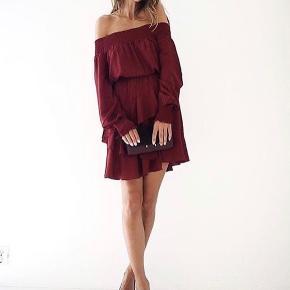 Super flot kjole fra Designers Remix.  Den sælges for 750 + porto eller kan afhentes på Østerbro :-)