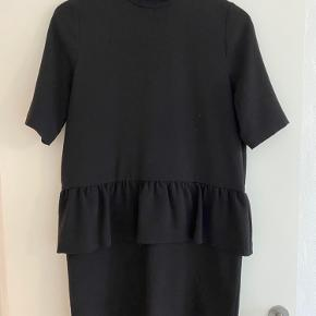 Flot ganni kjole i sort.  Helt som ny  BYD