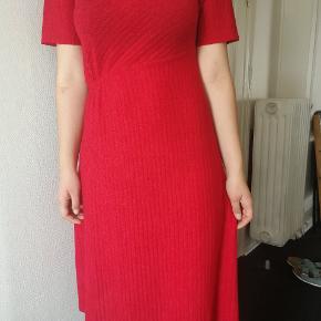 Virkelig fin rød strikkjole fra Zara. Kun brugt 1-2 gange