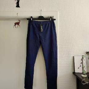 BOOHOO faux denim leggins.  Stof: 80% bomuld, resten elastane og polyester.