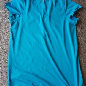 Loose fit T-shirt med lang pasform, brugt få gange.