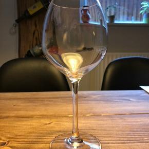 5 x hvidvinsglas  Rosendahl premium vinglas. Har desværre ikke kasserne til dem længere, men alle glas er i god stand. Sælges for 200 samlet (40kr pr glas) - sælges kun samlet! Kan hentes i Næstved :-)  Jeg sælger også 8 rødvinsglas, også til 40kr pr. glas, i en anden annonce :-)