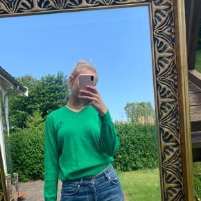 Passes af størrelse s Spejlet er lidt dugget, og der er derfor ikke streger på selve trøjen 🌸 BYD