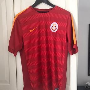 Galatasaray træningstrøje. Str M, god stand. Se også mine andre annoncer.