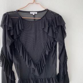 Super smuk gennemsigtigt bluse fra Moos Copenhagen.  Np: 300kr