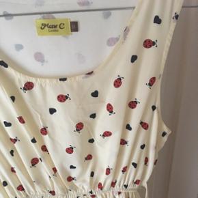 Smuk kjole 🐞 Silkestof, str. 10 (passer både 36/38)  Aldrig brugt - afhentes eller sendes (+porto) ✨