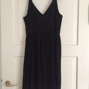 Super fin sommer kjole, med spaghetti stropper og lommer, i 100% viscose