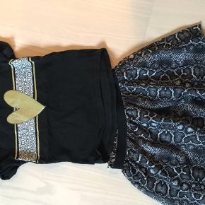 Så fint et sæt med nederdel og tshirt til. Er helt som nyt. Fra røg og dyrefrit hjem. Byd