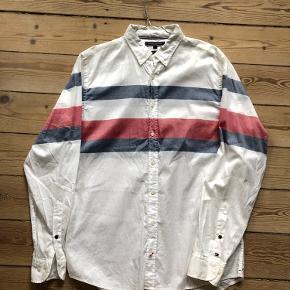 Tommy Hilfiger skjorte i L.  Regular Fit.