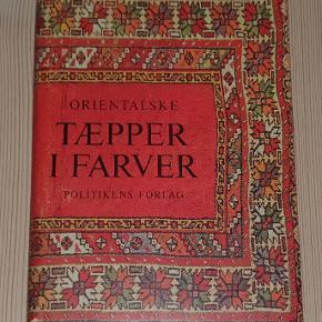 """""""Orientalske tæpper i farver"""" af Preben Liebetrau.  Politikens Forlag, 1962.  Bogen fremstår i fin stand men med aldersrelateret let gulning samt lidt slitage på papirindbindingen."""