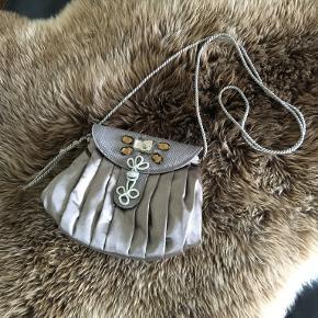 Lisbeth Dahl anden taske