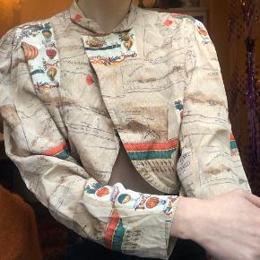 vintage skjorte / skjorte-jakke. kort i det, med flotte knapper og krave