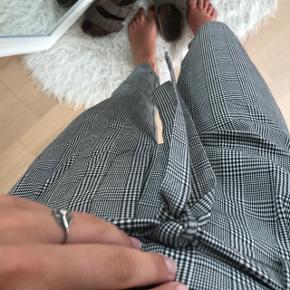 Bukser købt i Frankrig Aldrig brugt  Passes af en XS, S og lille medium  Obs - Køber betaler fragt