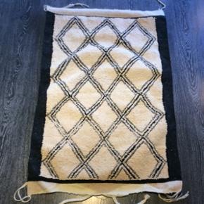 135x85 cmHåndknyttet Beni Ouarain tæppe fra Marokko