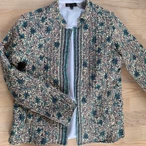 Quiltet jakke fra Black colour str S/M. Brugt en gang - er desværre ikke lige mig. Mp kr 300,-