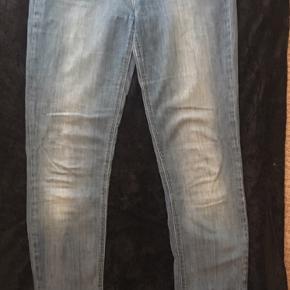 Fede populære Lee jeans model Scarlett med 2% stretch Str 28/35