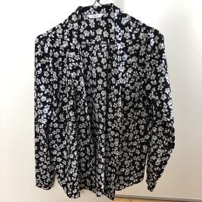 Skjorte fra Envii - står som ny.