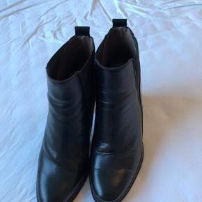 Skønne støvler fra Wonders - kun brugt 2 gange. Har fortrudt. Nypris kr 1399