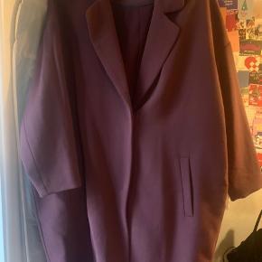 Oversize blazer/jakke fra Moss Copenhagen.
