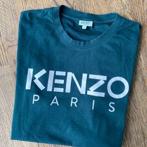 Fed Kenzo t-shirt i grøn /petroleum. Brugt få gange.  Bomuld.