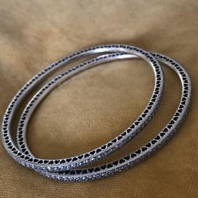 Bangle i Sterling sølv med smukke zirkonia stene. Køb begge for kun .450kr Pr.stk.