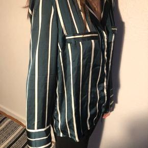 Super flot grøn satin skjorte